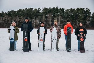 120219_BlogMythBuster_SizeYourSnowboard_group-lineup_JesseDawson_021.jpg